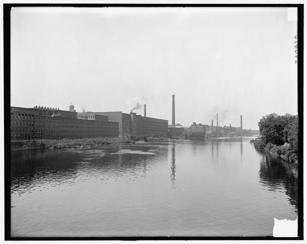 Lowell,_Mass.,_mills_on_Merrimack_River;_LOC;_det.4a18323